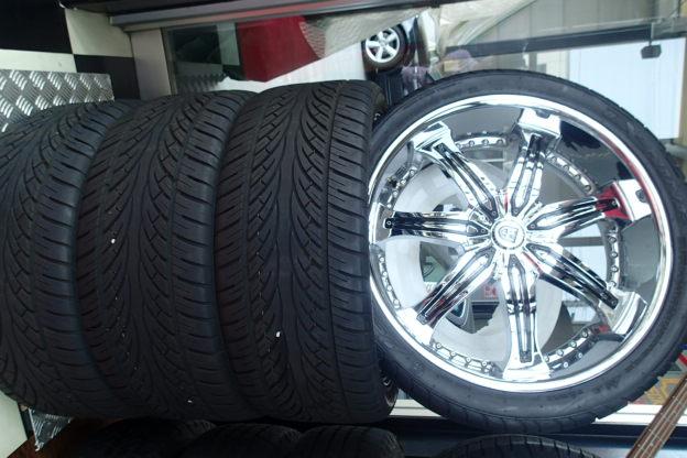 タンドラ、セコイヤ用 タイヤ&ホイール 4本セット(中古)